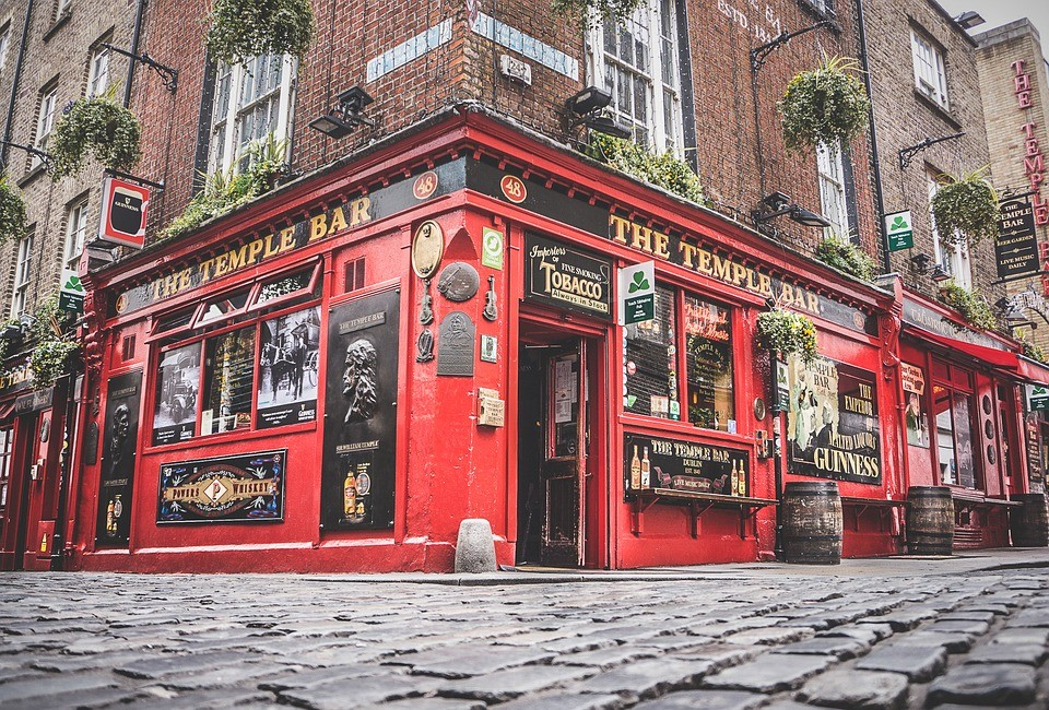 shot from the outside of the temple bar