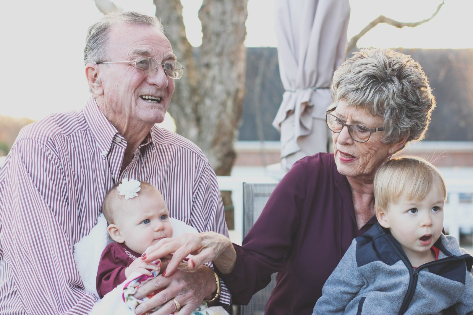 grandparents with grandchildren to illustrate aging process